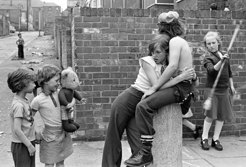 Alleyway Kenilworth Road - Juvenile Jazz Bands exhibition by Tish Murtha © Ella Murtha